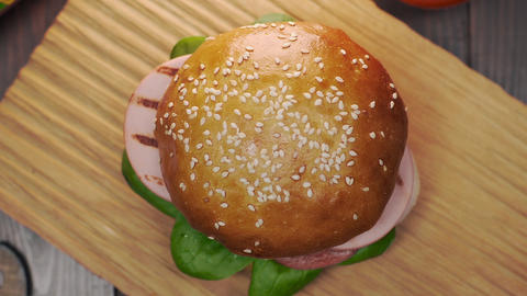 The cook gathers together a burger Live Action