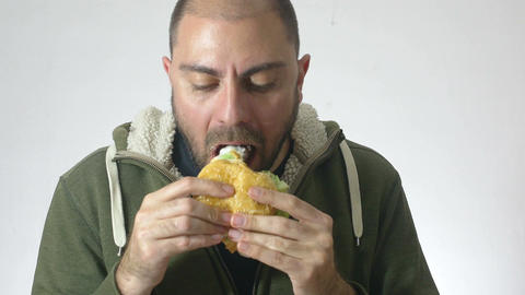 man eating an XXL hamburger: diet, junk food, fast food Live Action