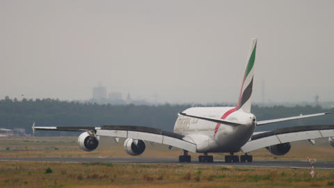 Emirates Airbus A380 landing in Frankfurt Live Action