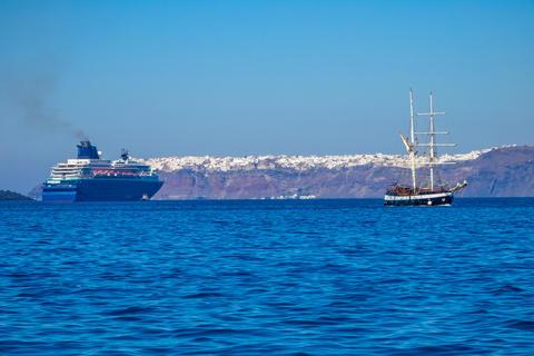 Old Sailing Ship and Modern Cruise Ship off the Coast of Santori Fotografía