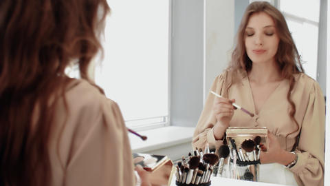 Professional model doing eyes makeup for her self Live Action