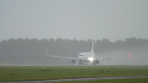 Transavia Boeing 737 taking off Live Action