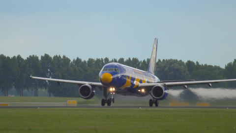 Airbus A320 taking off Live Action
