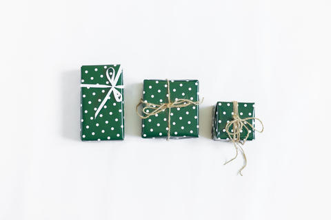 New Year's gifts are laid out on a white background Fotografía