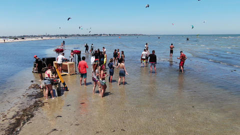 27.07.2020, Genichesk, Ukraine, lots of people at the beach party, sunny day, 4k ライブ動画