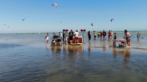 27.07.2020, Genichesk, Ukraine, beach party with lots of people in shallow water ライブ動画