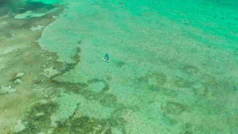 Windsurfer in the blue lagoon 실사 촬영