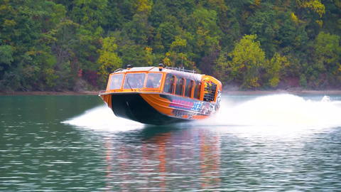 Niagara falls tour boat excursion waterfall waters tourism Live Action