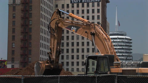 An excavator moves dirt Stock Video Footage