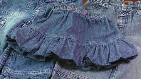 Used blue jeans and skirts for sale. Second hand Bild