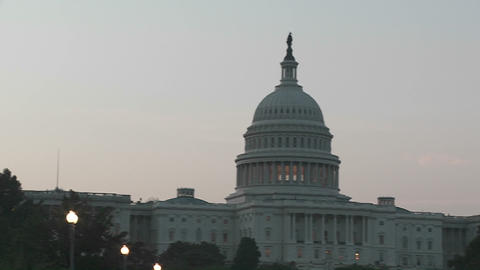 A pan from street lamps to the Capitol Building in... Stock Video Footage