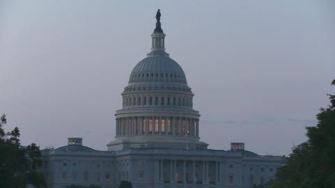 A zoom into the Capitol Building in DC at dusk Stock Video Footage