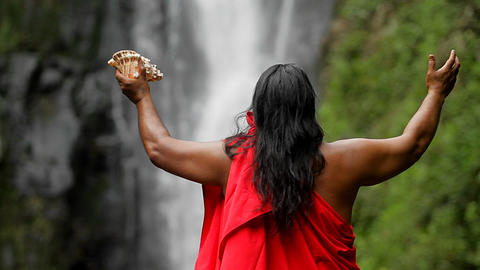 A Hawaii native holds out his hands to bless a wat Stock Video Footage