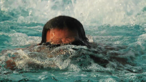 A swimmer heading directly at us in a pool Stock Video Footage