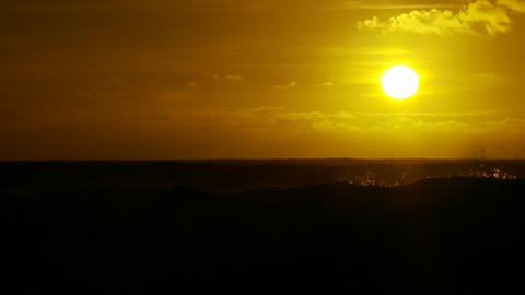 The sunset behind waves as they crest and break in Stock Video Footage