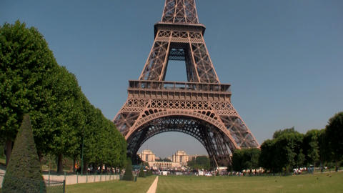 Handheld tilt up to Eiffel Tower, paris Stock Video Footage