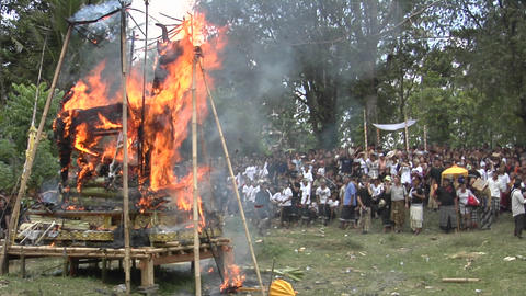 A funeral pyre burns at a cremation ceremony in Indonesia Stock Video Footage
