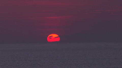 The sun hangs low in the purple sky Stock Video Footage