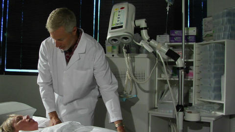 A man in a lab coat talks to a patient about a procedure Stock Video Footage