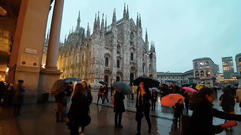 DUOMO, MILAN/ITALY - NOVEMBER 2016 - Cathedral's Square (rainy night) Live Action