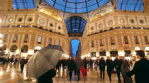 GALLERIA VITTORIO EMANUELE II, MILAN/ITALY - November 2016 Live Action