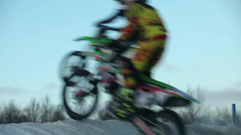 Motocross high jump moth blur Filmmaterial