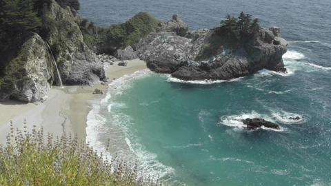 Time lapse of waves breaking at McWay Falls in Julia... Stock Video Footage