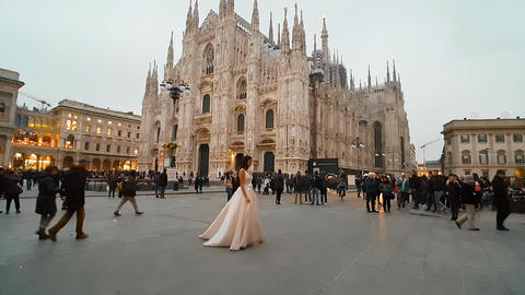 PIAZZA DEL DUOMO, MILAN/ITALY - CIRCA DECEMBER 2016 afternoon Live Action