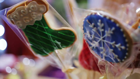Souvenir cookies decorated with winter ornament, retail trade at Christmas fair Footage