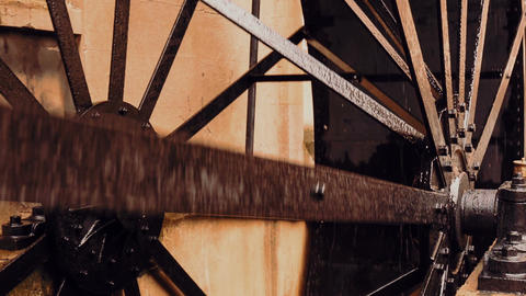 Ultra closeup of an early 20th century waterwheel engine running ビデオ
