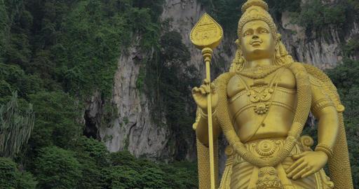 Seen green mountains and statue of Murugan at Batu Caves Filmmaterial