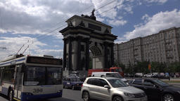 Dense traffic on Kutuzovsky prospect, Moscow Triumphal Arch stand in middle Footage