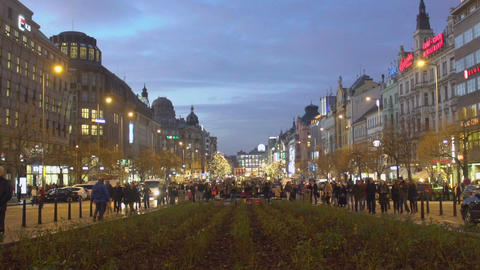 Main avenue of beautiful city, people walking and relaxing, slow-motion video Footage