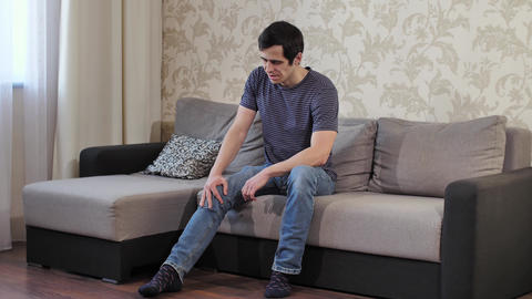 Man suffering from knee pain Live Action