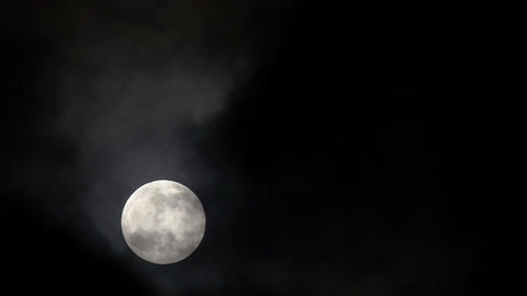 Full moon on a black sky Live Action
