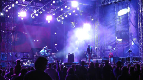 at a street rock concert, the group staged a stage show with special effects Live Action