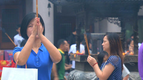Pray at the Jing'an Temple Stock Video Footage