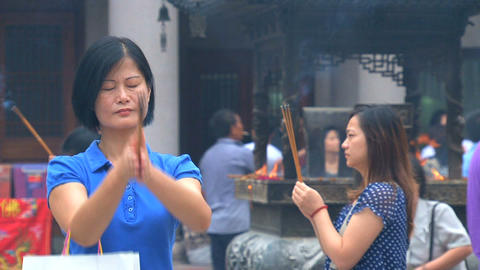 Pray at the Jing'an Temple Footage