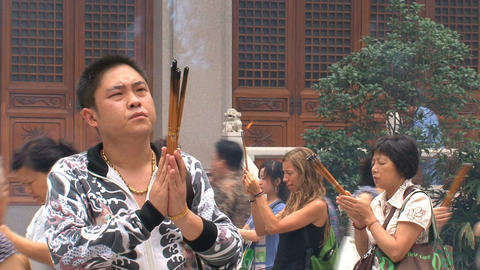 Man praying at the Jing'an Temple Stock Video Footage