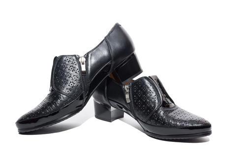 Black female shoes Photo