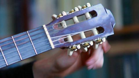 Gitarre spielen 3 Stock Video Footage