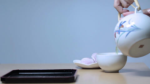 日本茶日和(Beautiful Young Woman's Hand Pouring Tea Japan) 0