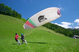 woman learning paragliding Foto