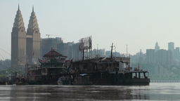 Contrast along the Yangtze river: brand new skylin Stock Video Footage