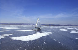 Neusiedler See frozen winter ice sailing Foto