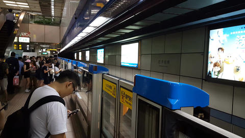 Taipei Metro main station, Metro arrives at station Live Action