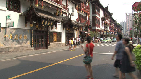 Street in front of the Yuyuan Garden Stock Video Footage