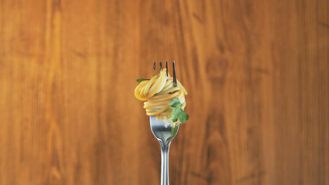 Fork With Spaghetti and Parsley on Wooden Background ビデオ
