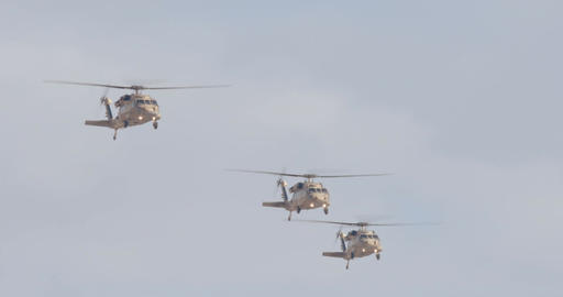 Military helicopter performing combat maneuvers during an airshow ビデオ