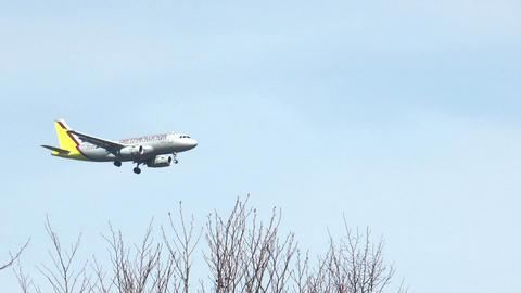 germanwings airliner in approach Stock Video Footage